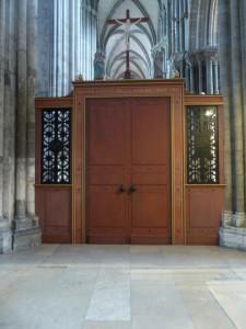 ROUEN_Porte_sainte_dans_la_cathedrale-768x1024